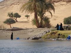 Aswan, Egito, Maro de 2014. (JUlianaCHERULLI) Tags: egypt backpacking aswan backpacker egito mochilo orientemedio
