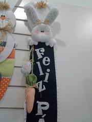 20150219_170735 (adriana.comelli) Tags: capa coelhos cadeira pascoa cestas ninhos cenouras guirlandas