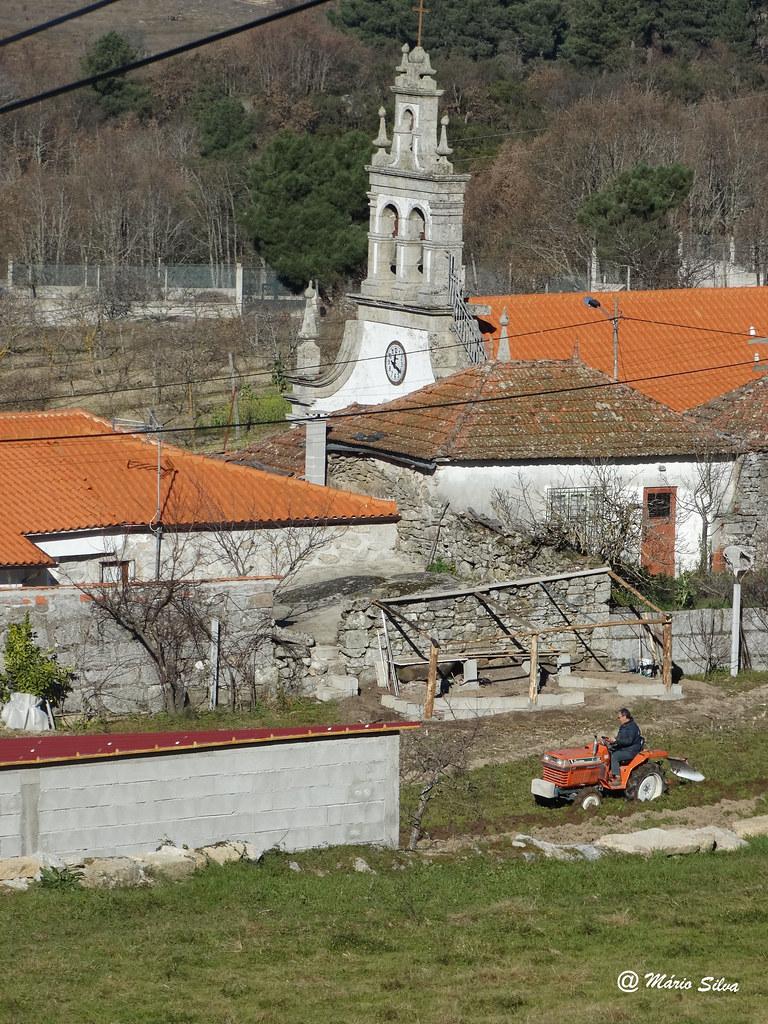 Águas Frias (Chaves) - ... lavrando ... e a torre da Igreja ...