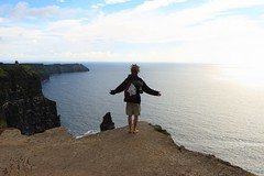 Cliffs of Moher 3 (Adrien Duchtel) Tags: ireland moher cliffsofmoher cliffs falaise sky couchdesoleil ciel nuage pierre personne people nature wild