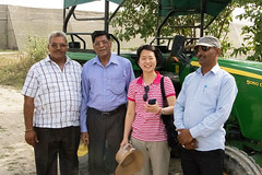 IFPRI's Katrin Park and Sain Dass with Local Farmers (IFPRI-IMAGES) Tags: india plant tractor smile pose pepper village shot farming group grow tourist health research crop produce farmer agriculture yield cultivation johndeere sustainable pulses nutrition southasia manoli haryana farmingequipment sonipat foodsecurity agriculturaldevelopment micronutrients ifpri saindass katrinpark