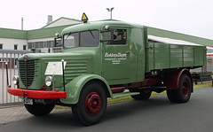 Veteran Truck (The Rubberbandman) Tags: truck vintage germany army mercedes tipper box crane outdoor military transport dump lorry german oldtimer load freight fahrzeug flatbed lastwagen nag lkw wehrmacht typ laster bussing wiesmoor bssing 500s ld6