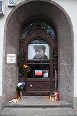 Eingang Hauptstrae 155 (Pascal Volk) Tags: berlin schneberg hauptstrase155 berlinschneberg davidbowie portrait 24mm canoneos6d canonef24105mmf4lisusm