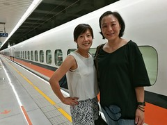 My wife met her aunt whom is even younger than her in the same cabin of high speed rail (Alfred Life) Tags: summarith12227 summarit leicaduallenses  asph   leica huawei plus p9 huaweip9plus