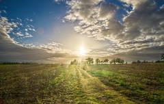 Lever de soleil sur la campagne prigourdine (Denis Vandewalle) Tags: sunrise sun hdr leverdesoleil sunlight ciel nuages clouds pentaxk5 dordogne prigord