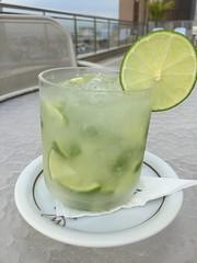 Hotel Windsor Asturias, Cinelandia. (Elias Rovielo) Tags: caipirinha drink cachaça pinga limão hotelwindsorasturias cinelândia rj hotel piscina pool