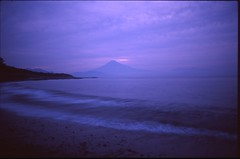 (bensn) Tags: pentax lx fa 31mm f18 limited film provia 100f slide japan shizuoka miho mountain fuji ocean beach waves sunrise morning