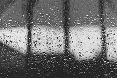 Lluvia (eLuVeFlickr) Tags: eluve lluvia eluveflickr d7000 rain 35mm 18 nikon rainning cristal glass drop water agua gotas blancoynegro blackandwhite bn bw
