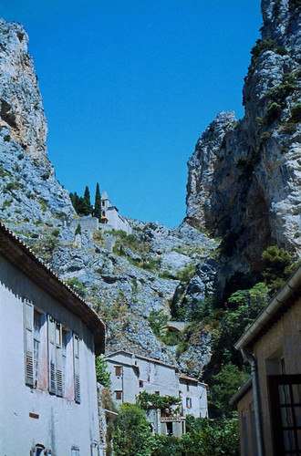 "139F Moustiers-Sainte-Marie • <a style=""font-size:0.8em;"" href=""http://www.flickr.com/photos/69570948@N04/15412234574/"" target=""_blank"">View on Flickr</a>"