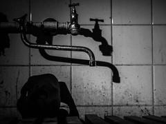 Mask (13 von 13).jpg (Mynerwa) Tags: licht alt hell seminar uni schatten schwarz dunkel dreck tbingen lampen sessel maske fotokurs zeicheninstitut