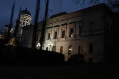 Suomen Pankki - Finlands Bank (Olli Ronimus) Tags: morning early hq headquarter suomenpankki pkonttori classicchrome x100t snellmannstatue