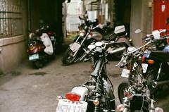 leica_n_15976_M50F14BP_X400 (OPTIK AXIS) Tags: camera leica film taiwan fujifilm 135   rf leicacamera  fujicolor  xtra400       analoguephotography   mp85 fujicolorxtra400   m summiluxm11450e46 blackpaintfinish