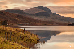 Old man of Storr (Antonio Carrillo (Ancalop)) Tags: mountains skye sunshine scotland soft isleofskye escocia amanecer 09 lee montaas density ecosse neutral oldmanofstorr gradual storr neutra gnd 24105mm densidad canon24105mmf4l lochfada antoniocarrillo highlads canon5dmarkii ancalop lucroit leesoft09gnd wwwantoniocarrillocom