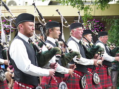 "Pipe band <a style=""margin-left:10px; font-size:0.8em;"" href=""http://www.flickr.com/photos/83080376@N03/16671190508/"" target=""_blank"">@flickr</a>"