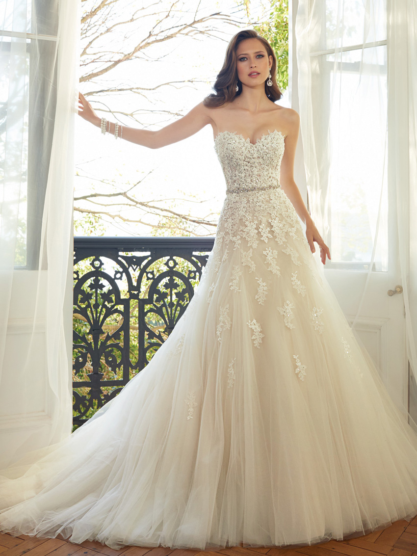 Y11552_Designer-Wedding-Dresses-2015.jpg