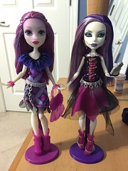 Seeing double? Orrrr seeing the replacement??? Dun dun dun! Ari Is cute but Spectra is just so beautiful tho  (Venus_Forever) Tags: ari spectra mattel doll dolls high monster