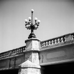Film: Bridge Lamppost (rafa.esteve) Tags: ilfordfp4plus125 mediumformat 1x1 valencia blackandwhite blackwhite bridge lamppost