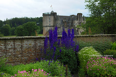 Castle Fraser (tommyajohansson) Tags: greatbritain castle geotagged scotland aberdeenshire unitedkingdom weekendbreak nts citybreak castlefraser nationaltrustscotland tommyajohansson