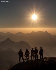 Entardecer no Açu (Waldyr Neto) Tags: serradosórgãos parnaso açu morroaçu montanhas mountains crepúsculo cloudsstormssunsetssunrises pordosol sunset petrópolis