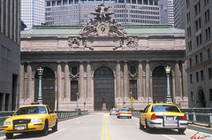 NYC01701 (Henry Westheim Photography) Tags: newyork unitedstates usa grandcentralterminal grandcentralstation newyorkcity nyc architecture landmark outdoors urban city historic street taxi manhattan