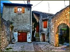 In Brenzone (almresi1) Tags: village italien house lagodigarda