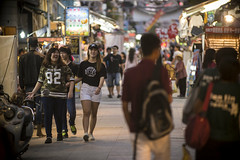khh sides 3 (matteroffact) Tags: kaohsiung taiwan asia formosa island chinese people night light market nightmarket nikon d800e tropical d800 south grit gritty dense crowds andrew rochfort andrewrochfort matteroffact alley alleyway busy bustling