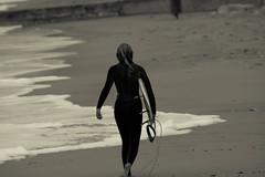 Surf's girl (thomasmartin12) Tags: surf larochelle france canon noiretblanc blackandwhite bw gril blonde back dos planche