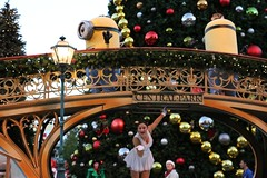 Universal Orlando Christmas 2014 (insidethemagic) Tags: christmas holidays balloon musical float grinchmas 2014 universalorlando macysholidayparade wholiday