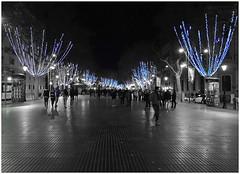Happy New Year ! / Alles Gute im Neuen Jahr ! (kurtwolf303) Tags: barcelona street new trees people topf25 night lights spain topf50 nikon 500v20f nacht year illumination newyear coolpix ck bume neujahr spanien beleuchtung ramblas happynewyear personen compactcamera colorkey strase urbanlifeinmetropolis 750views espaa 250v10f neujahrswnsche unlimitedphotos s8200 minimum500v minimum700v