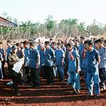 Lộc Ninh 1973 - Tù binh Nam VN chờ được trao trả cho đại diện chính quyền VNCH thumbnail