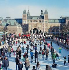 Museumplein January 2015 3 (Punkt-Linie-Plane) Tags: winter ice zeiss kodak skating crowd sunny cm hasselblad 100 rijksmuseum f28 planar 501 80mm ektar
