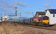 Sem Old Story (Feversham Media) Tags: yorkshire freighttrains welton sheds dbs brough eastyorkshire class66 ews signalboxes dbschenker 66230 weltonsignalbox weltonlevelcrossing