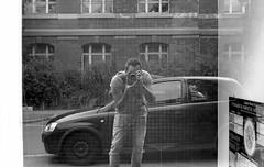 Window-Selfie (ich kanns einfach nicht lassen) (Alex Sander S.) Tags: epsonv500 classicblackwhite kodak tmy planar45mm contaxg1 45mm urbanphotography caffenol darmstadt kodaktmax filmisnotdead believeinfilm 400iso filmphotography carlzeiss carlzeissplanar urban contax 35mmfilm planart tmax analog