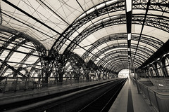 Dresden Central Station 1.2 (FarbenfroheWunderwelt) Tags: bw train canon blackwhite awesome central hauptbahnhof curved