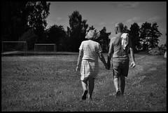 Somewhere @ Sweden - 2016/06/25 (Geert Haelterman) Tags: geert haelterman streetphotography straatfotografie photographiederue photoderue fotografadecalle fotografiadistrada strassenfotografie candid streetshot monochrome black white blackandwhite zwart wit zweden sweden svenska nikon d90