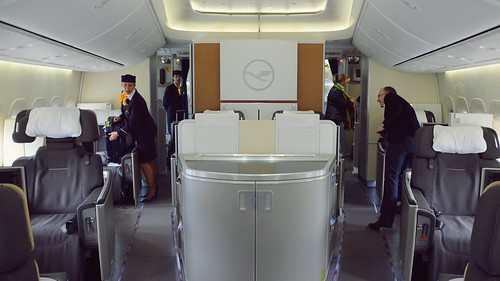 First Class | Flying on the Inaugural Boeing 747-8 Intercontinental Flight - Lufthansa