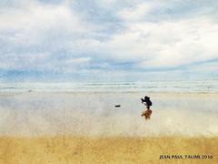 La pierre noire (JEAN PAUL TALIMI) Tags: ciels mer biscarrosse calme talimi texture vague sable solitude sudouest aquitaine ciel noir beach nature nuages plage personnages