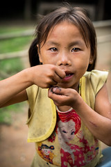 """Tous les enfants ne mangent pas  leur faim ! (Tommy PIA) Tags: portrait face fillette girl fille jeune young laos lao vang vieng travel traveler voyage voyageur explorer faim famine nourriture manque children child photo photographer ngc natgeo national geographic"