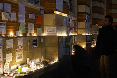#JeSuisCharlie - candles (Curufinwe - David B.) Tags: france night square freedom candles remember place nightshot mourning terrorist souvenir libert shock shooting freedomofspeech toulouse hommage press speech choc mourn capitole tuerie presse hautegaronne midipyrnes charliehebdo recueillement attacke jesuischarlie toulousestcharlie