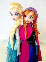 Elsa & Anna (honeysuckle jasmine) Tags: anna frozen store princess disneyland parks disney queen elsa arendelle