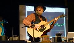 Stan Guitar (Wolfram Burner) Tags: college oregon campus demo university science demonstration stan physics burner journalism universityoforegon uoregon wolfram sciencejournalism