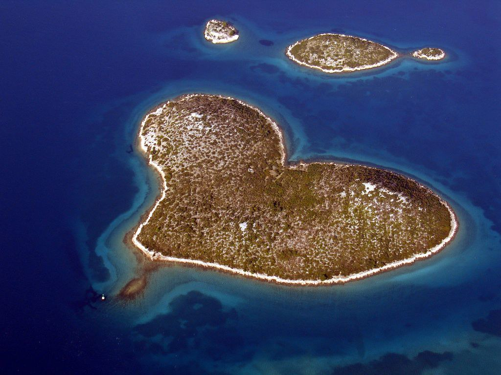 croatia-yacht-charter-with-love-03