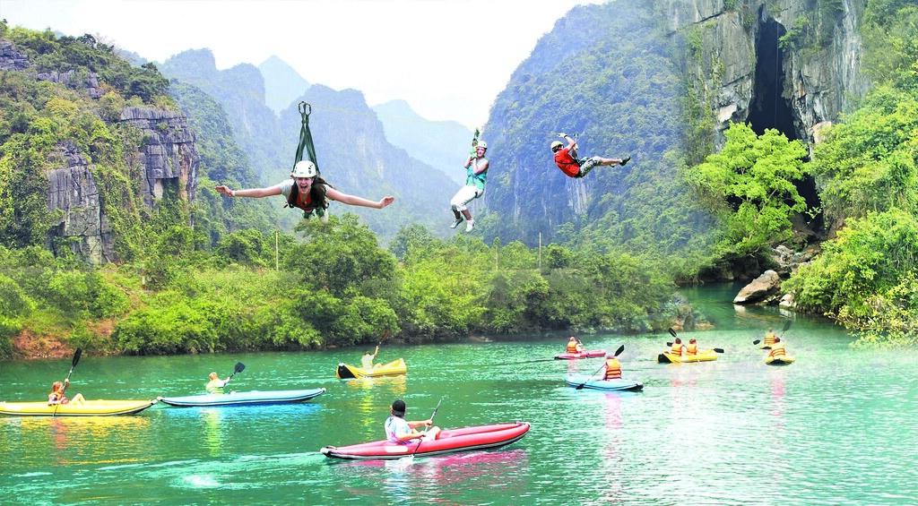 trượt zipline tại suối nước Moọc