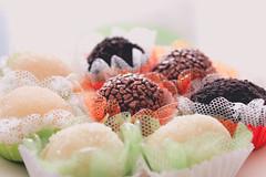 Adoce a vida (Tai Chaves) Tags: artesanal romance gourmet vela festa aniversário doce brigadeiro romântico cozinhaartesanal