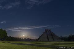 Fake sunraising (Jorge M. Morando) Tags: travelling tourism méxico america mexico mesoamerica pyramid yucatan places chichenitza yucatán moonrise archeology mx hdr