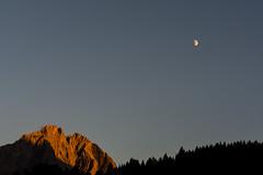 halfmoon rise (bloeemb) Tags: miemingerkette schartenkopf halbmond mondaufgang sonnenuntergang halfmoon moonrise dusk