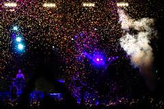 Ende (joerg.busack) Tags: light musician black fog dark licht concert colorful musiker nebel confetti event headlight fans konzert schwarz bunt dunkel applause ending enthusiasm ende 2014 konfetti applaus zuschauer scheinwerfer begeisterung feuerengel lightdot