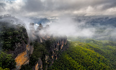 Mist or cloud (RWYoung Images) Tags: landscape australia olympus nsw threesisters newsouthwales katoomba jamisonvalley em5 rwyoung