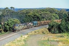 Merry Xmas from A76 & A71 (Beyond Trains) Tags: log gm timber logs bulldog cargo locomotive freight ballarat merryxmas a76 emd a71 freightaustralia warrenheip