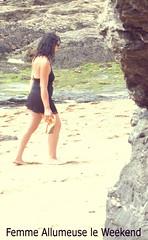 Balade sur la plage (soniainfidle) Tags: plage promenade noir jupe mini top rocher libertine queue fantasme sable
